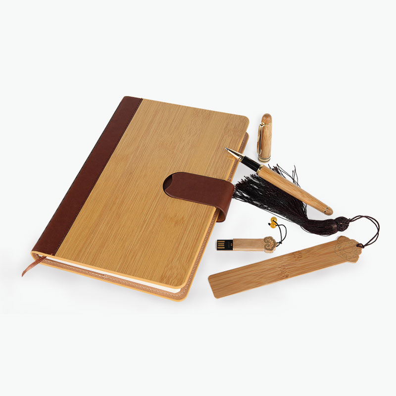 A Gift of China, Gift Set (Bamboo Notebook, Pen, Bookmark & 8G USB Memory Stick)