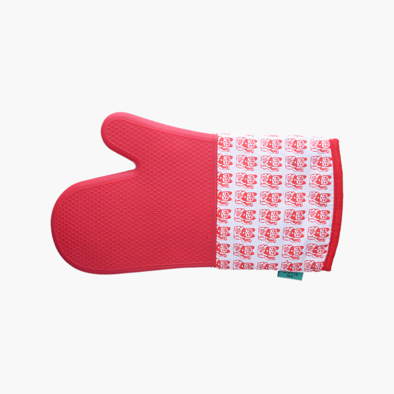 Pinyin Press, 'Lucky Cat' Oven Gloves (Red)
