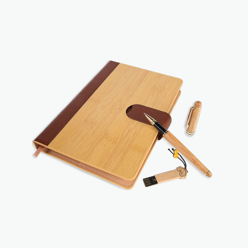 A Gift of China, Gift Set (Bamboo Notebook, Pen & 8G USB Memory Stick)